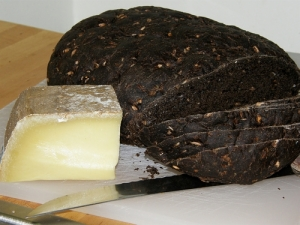 rye-bread-and-cheese